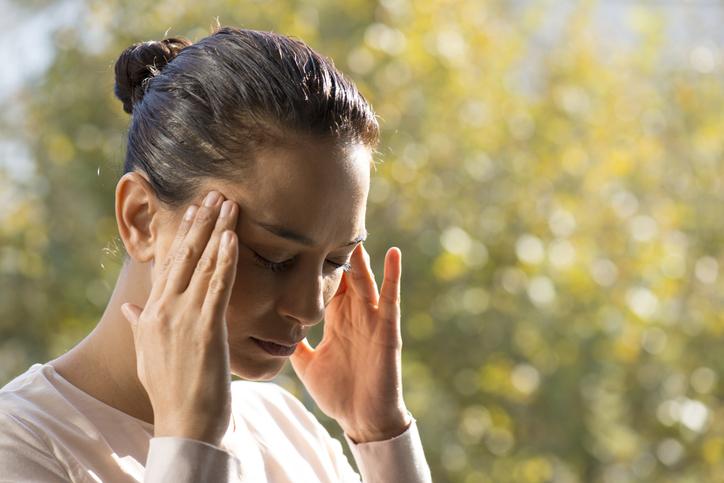 Cefaleia: O que é, sintomas, tratamentos e causas.